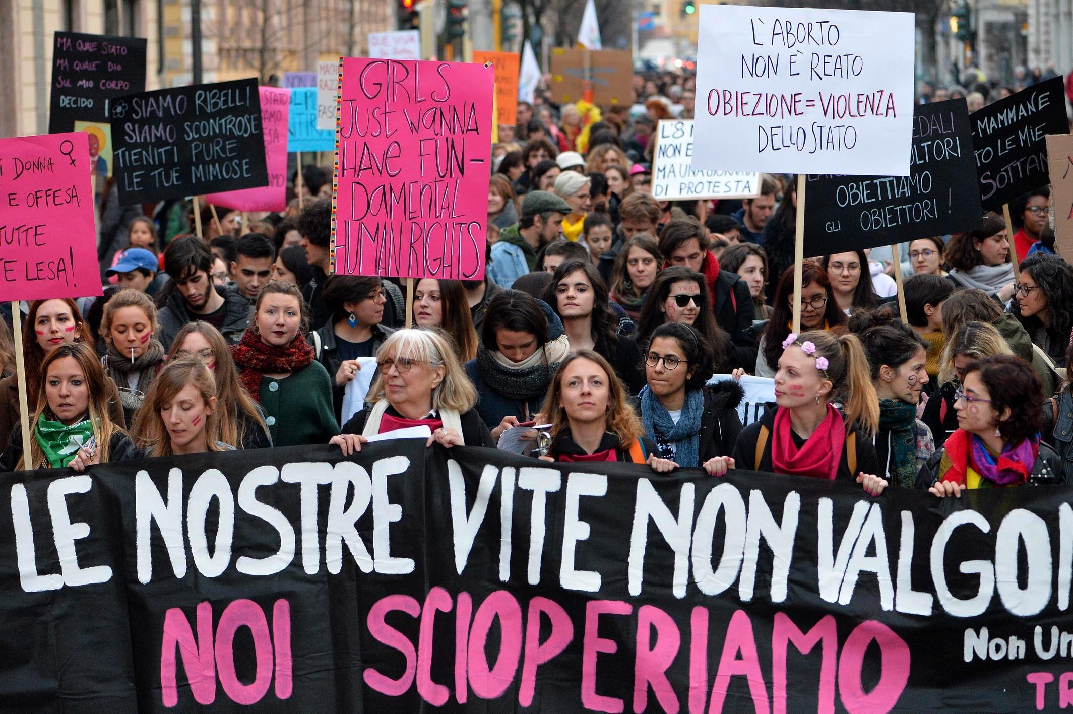 CORTEO FEMMINISTA NON UNA DI MENO GIORNATA DONNA